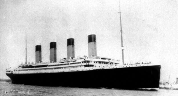 صورة تظهر سفينة كبيرة (© AP Images)